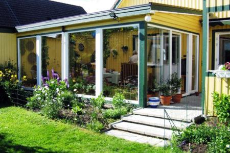 Vackert uterum i Kristianstad med stora PVC Fönster