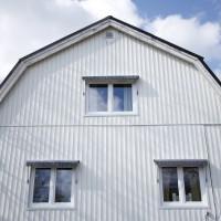 Fastighet med nya fönster i Östby