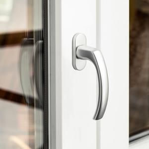 Närbild på fönsterbeslag - handtag